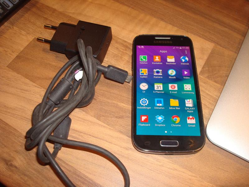 Samsung s4 mini - Furvej 17, Selde - samsung min s4. Revne i skærm men ok. ses ikke voldsom meget. derfor billig - Furvej 17, Selde