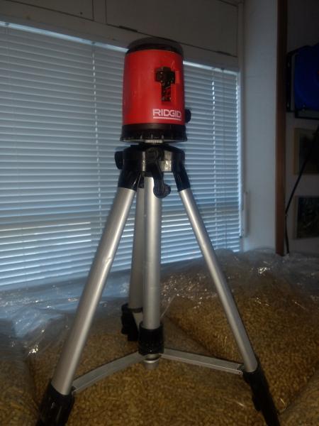 """Krydslaser - Solvang 3,durup - RIDGID lasernivellering, professionel laser, let at anvende med sin """"én knaps betjening"""". Har gyro ophæng og er hurtigt til at nivellere. Synlig vertikal og horisontal laserline, som giver millimeter nøjagtighed. 10-meterlinjer va - Solvang 3,durup"""