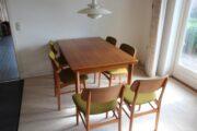 Teakbord med 6 stole sælges.