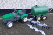 Traktor med gyllevogn mm