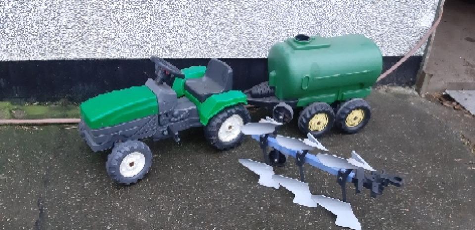 Traktor med gyllevogn mm - Lyngtoften - Traktor. Gyllevogn og plov - Lyngtoften