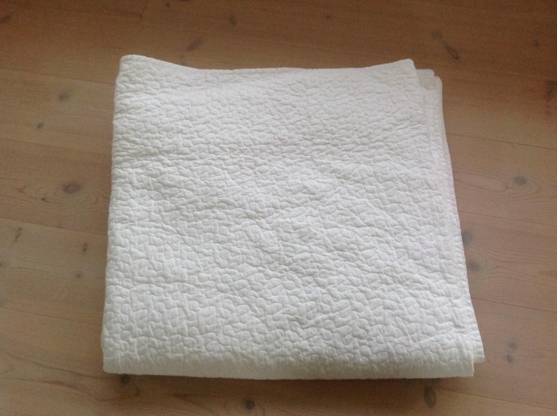 Hvidt sengetæppe