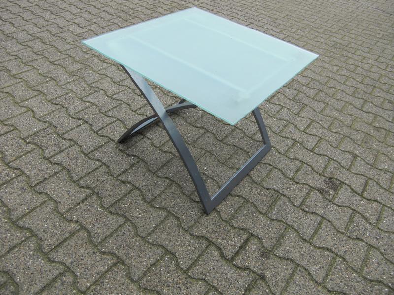 Bord med glas plade