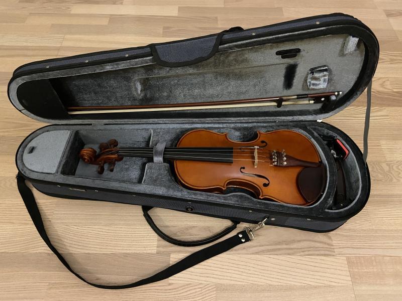 Violin 4/4, Yamaha V5 - Gudenåvej 24 - Fremstillet i 2008. I fin stand. Belcat tuner BC-850NP medfølger. - Gudenåvej 24