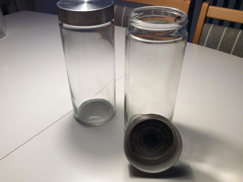 2 Glas med skruelåg