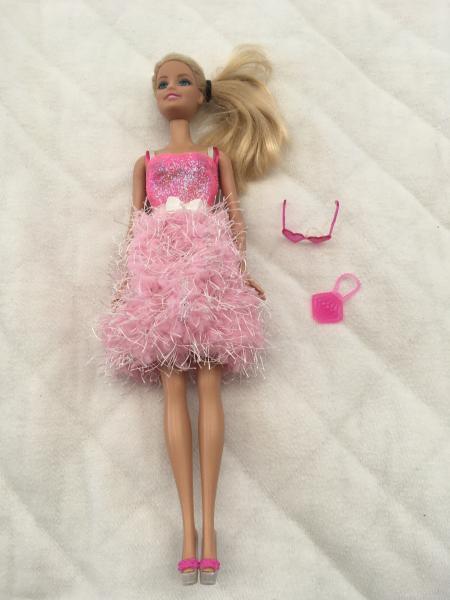 Barbie dukker, bil og pool