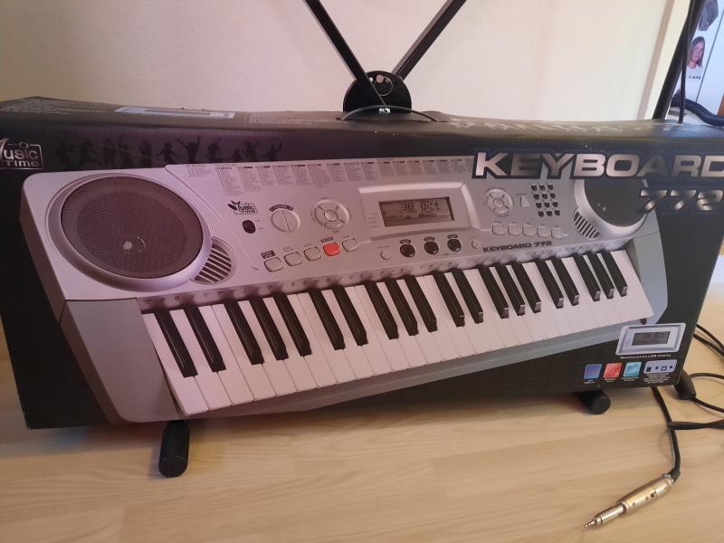 Keyboard m. stativ + mikrofon