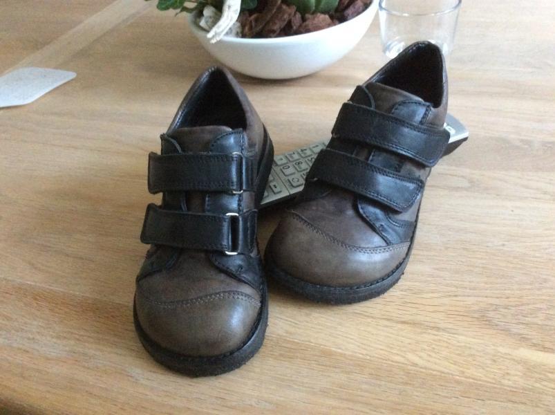 Fine Angulus drenge sko str 27