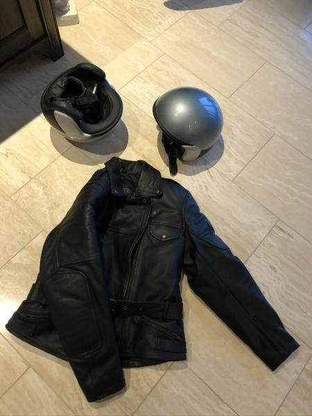 Motorcykel jakke samt to hjelm