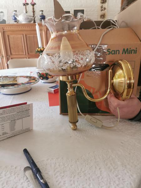 To stk Reto lamper sælges