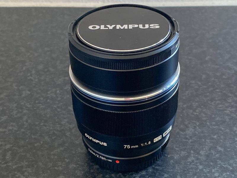 Objektiv Olympus M.ZUIKO 75mm