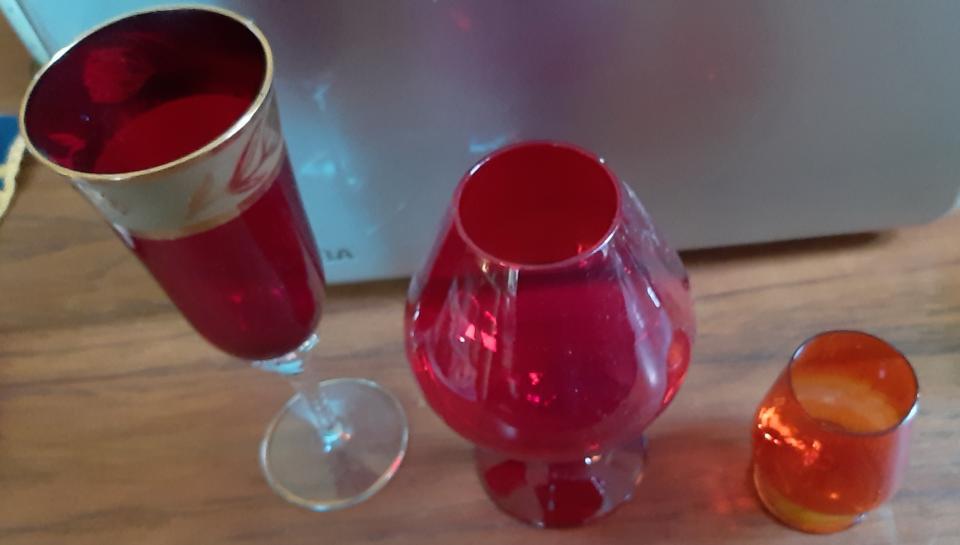 3 smukke røde glas