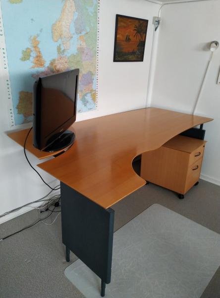 Skrivebord sælges