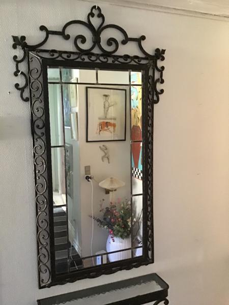 Spejl og hylde i smedejern