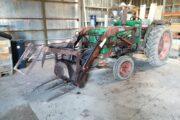 Traktor sælges.