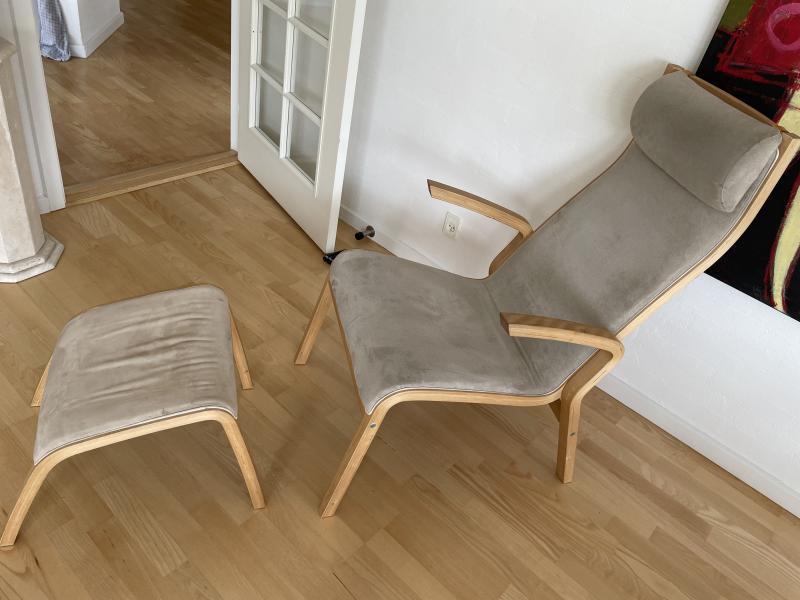 2 stole og fodskammel