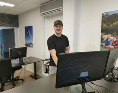 Ung, lokal iværksætter hjælper virksomheder med digitalisering