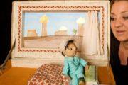 Dukketeater om lille fremmed dreng